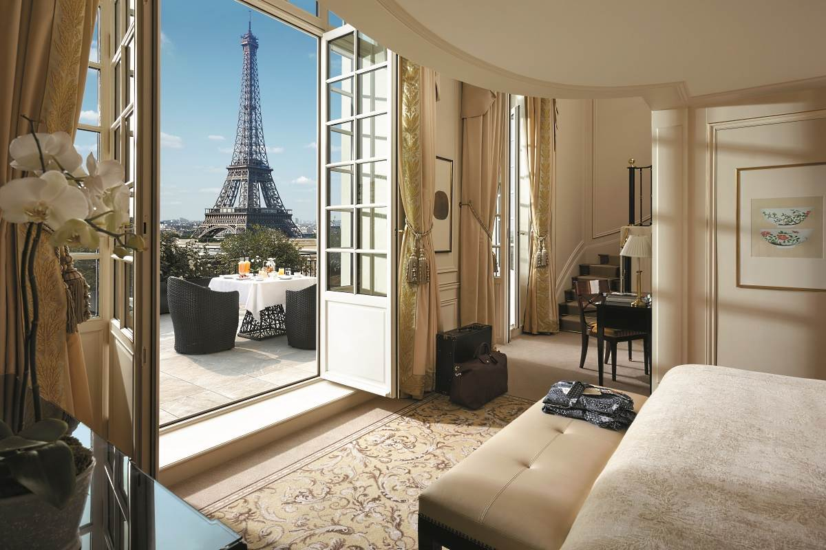 Shangri la paris luxury hotel in paris france for What is a hotel terrace