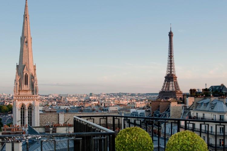 Vue sur la Tour Eiffel depuis le Four Seasons George V