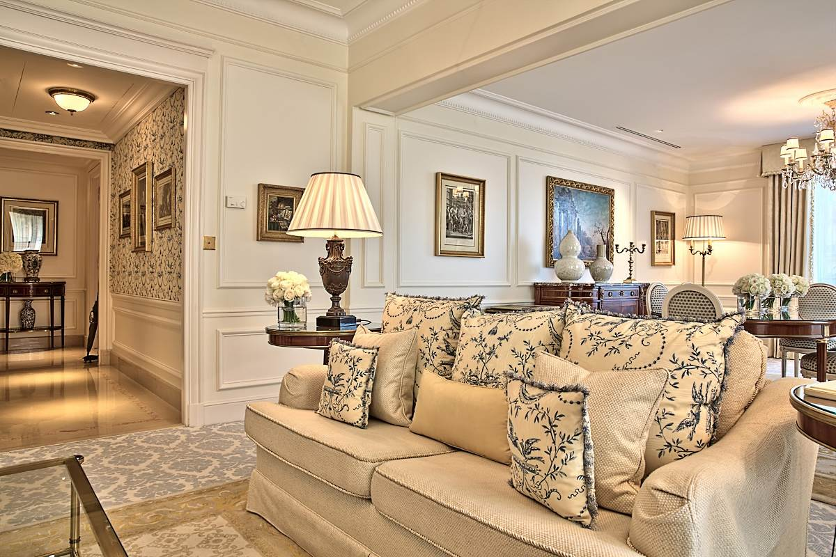 Four seasons george v paris luxury hotel in paris france for Luxury hotels paris france