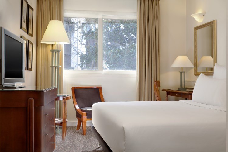 Le Meridien Etoile - Classic Guest Room