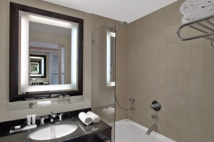 Le Meridien Etoile - Deluxe Room - Bathroom