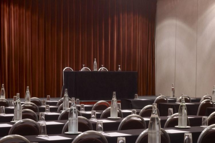 Le Meridien Etoile - Meeting Room