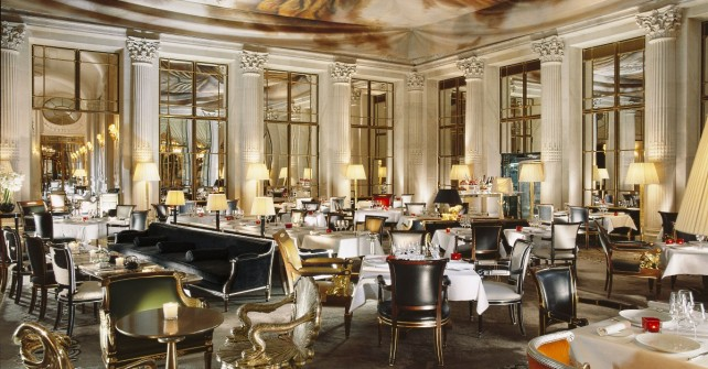 Le Meurice Tea time in Paris