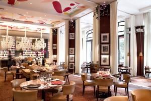 La Cuisine restaurant room