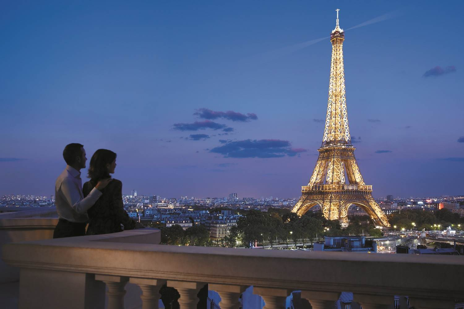 Luxury hotels near the eiffel tower in paris france for Ideal hotel paris