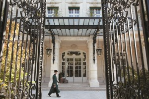 Shangri La Paris hotel entrance