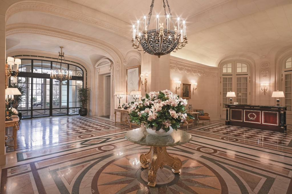 The Shangri-La Paris lobby