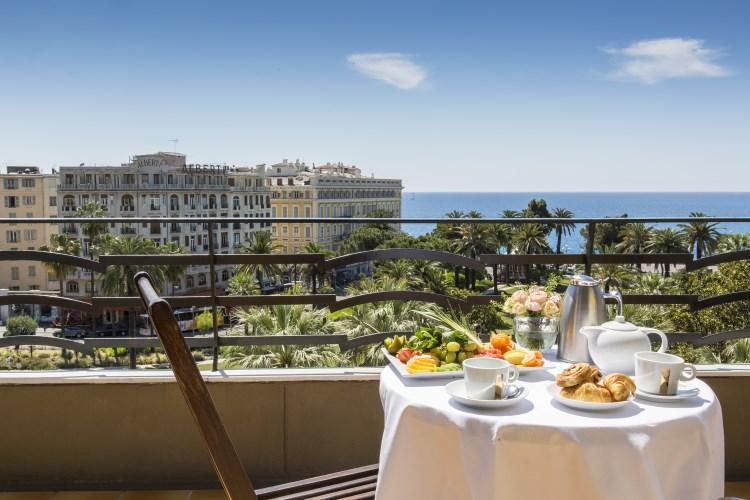 B4 Nice Plaza - Petit déjeuner