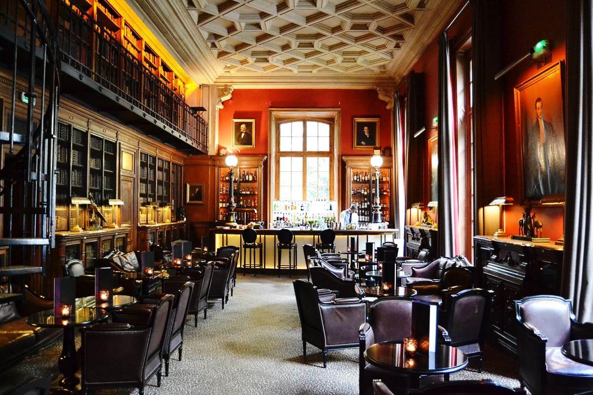 The Bar Of Saint James Paris