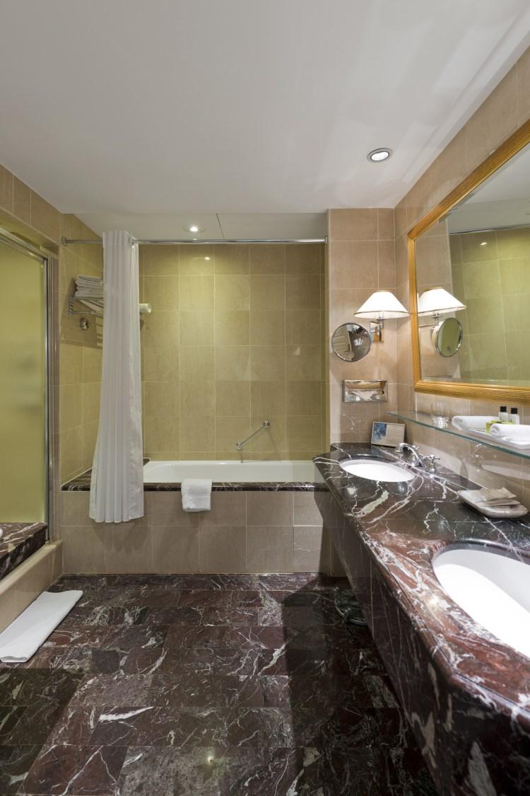 Intercontinental carlton cannes h tel de luxe cannes france - Hotel carlton cannes prix chambre ...