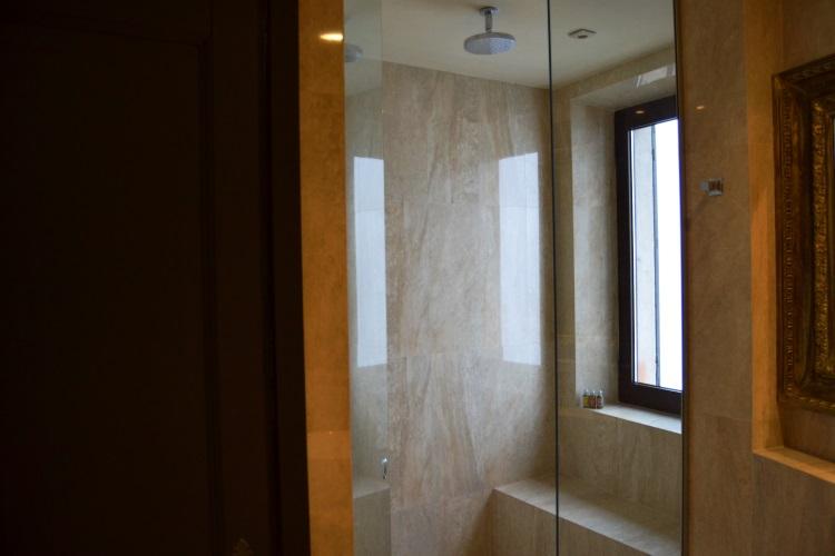 ch teau eza eze suite royale avis sur l 39 h tel. Black Bedroom Furniture Sets. Home Design Ideas