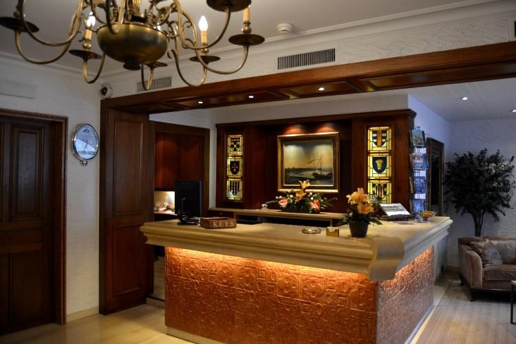 Les Armures Hotel Geneva – Deluxe Room