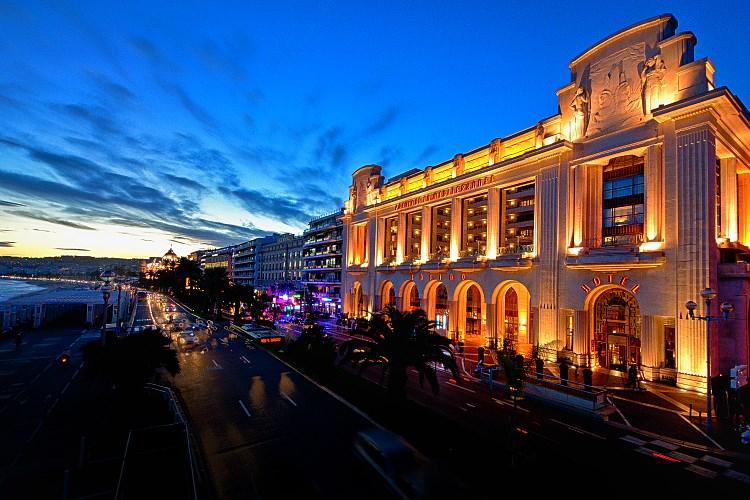 Hyatt Regency Palais de la Mediterranee Nice - Facade by night