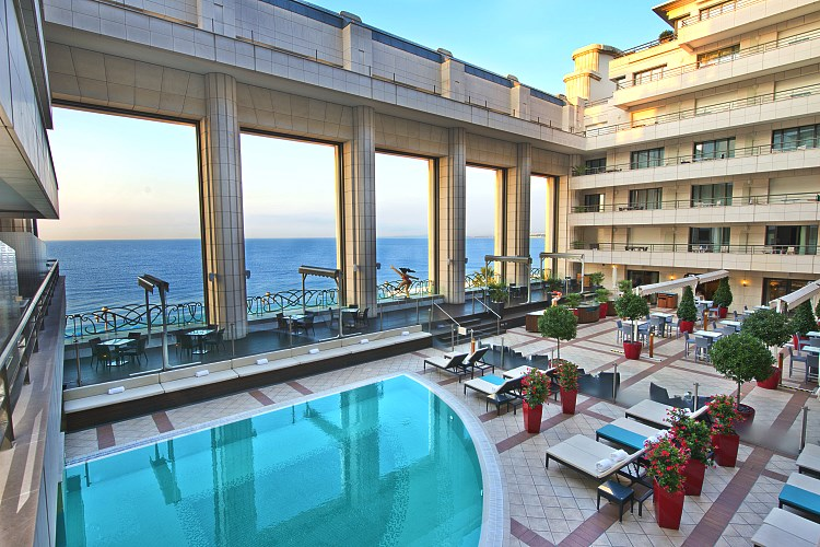 Hyatt Regency Palais de la Mediterranee Nice - Terrace and outdoor swimming pool