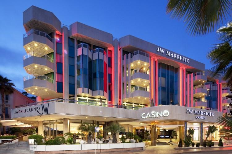 JW Marriott Cannes - La façade de nuit
