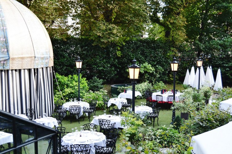 La terrasse jardin du Saint James Paris