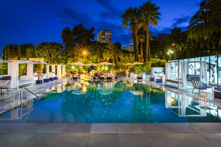 Metropole Monaco - Pool by night