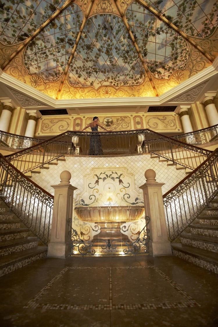 Palazzo Montecasino - Le grand escalier et sa magnifique fresque au plafond