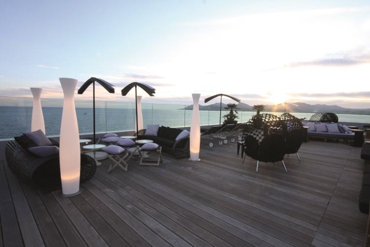 Radisson Blu 1835 Cannes - Le bar de la terrasse