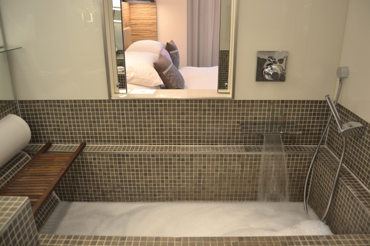 Bathtub - Radisson Blu Cannes