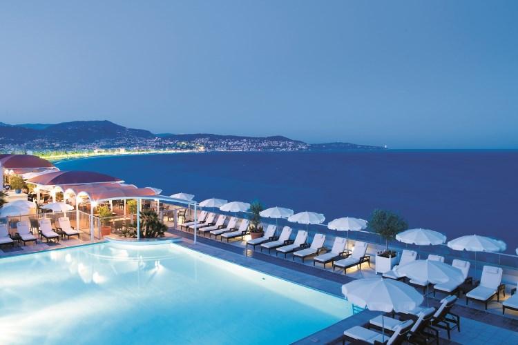 Radisson Blu Nice - La piscine de nuit