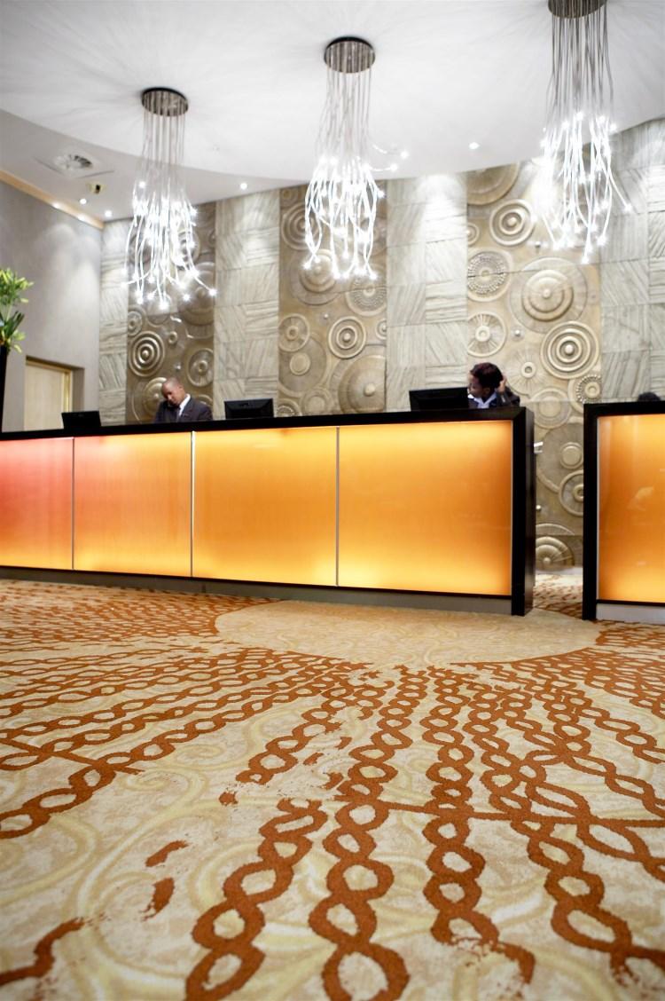 Sandton Sun Johannesburg - Lobby desk