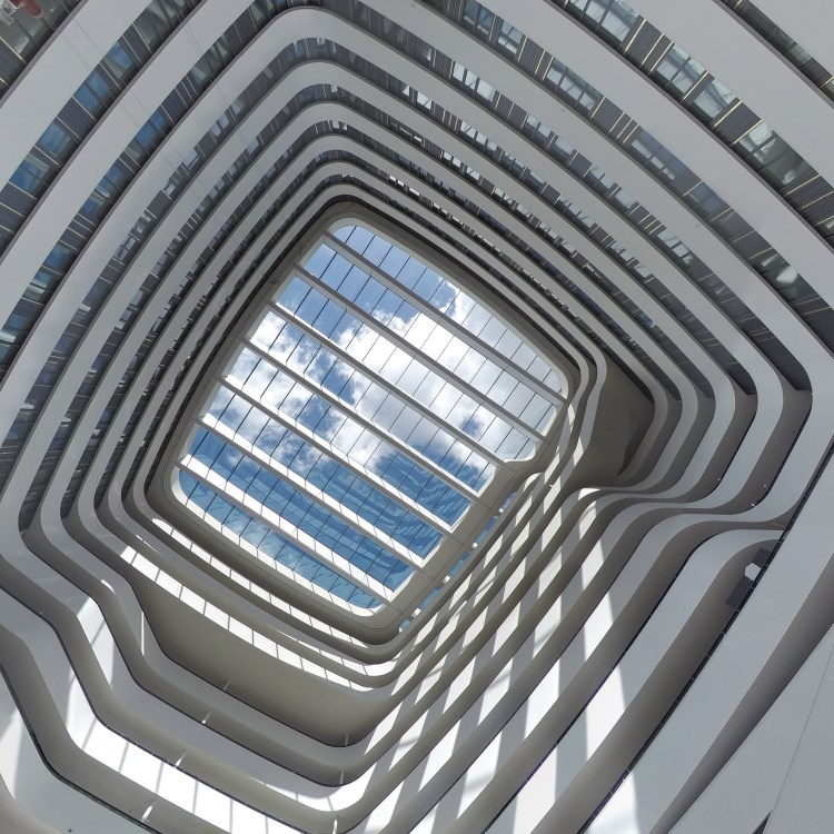 Hilton Amsterdam Aéroport de Schiphol - Plafond en verre de l'atrium