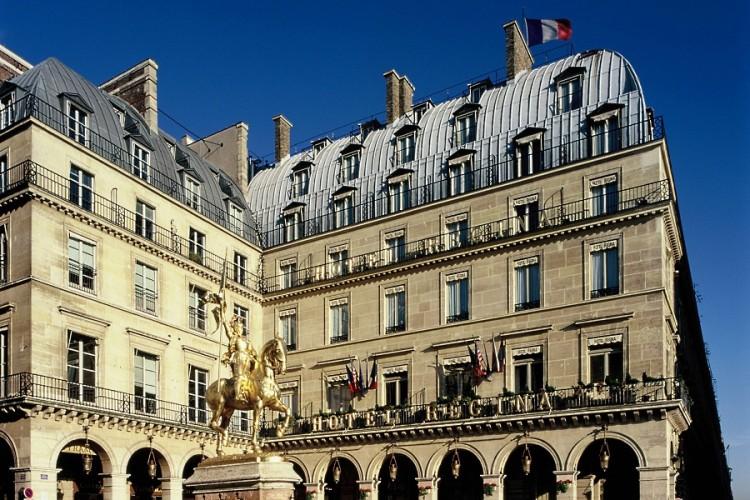Hotel Regina Paris facade
