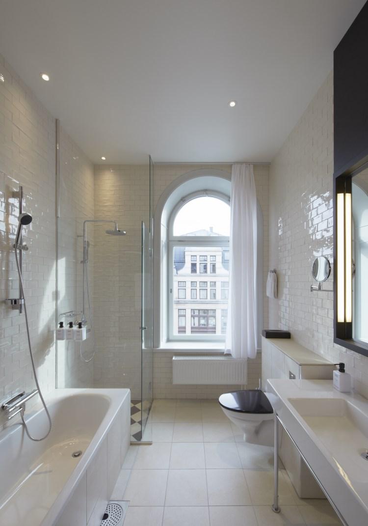 Scandic Grand Central - Suite bathroom