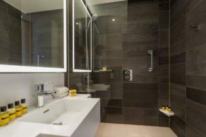 Hyatt Regency Paris Etoile - Deluxe Room - Bathroom