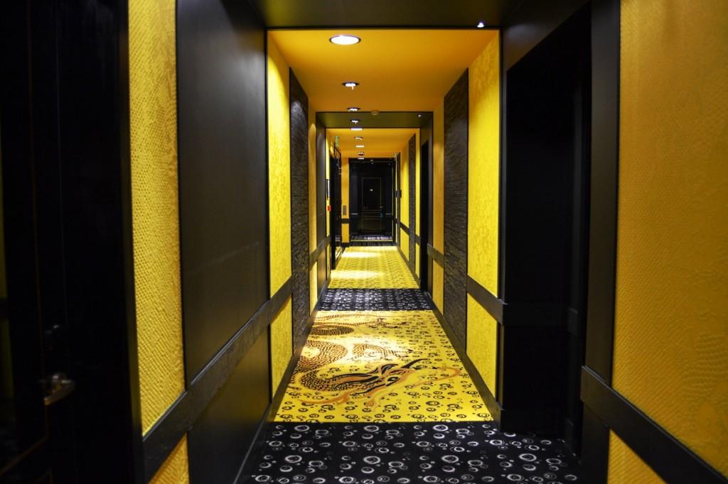 Couloir du Buddha Bar hôtel de Paris