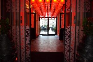 L'entrée du Buddha-Bar Hotel Paris