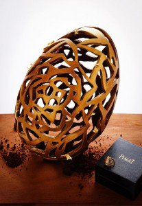 Le Bristol Paris - Easter egg with Piaget ring