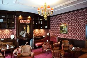 The Bar on the Chantilly Castle Gardens