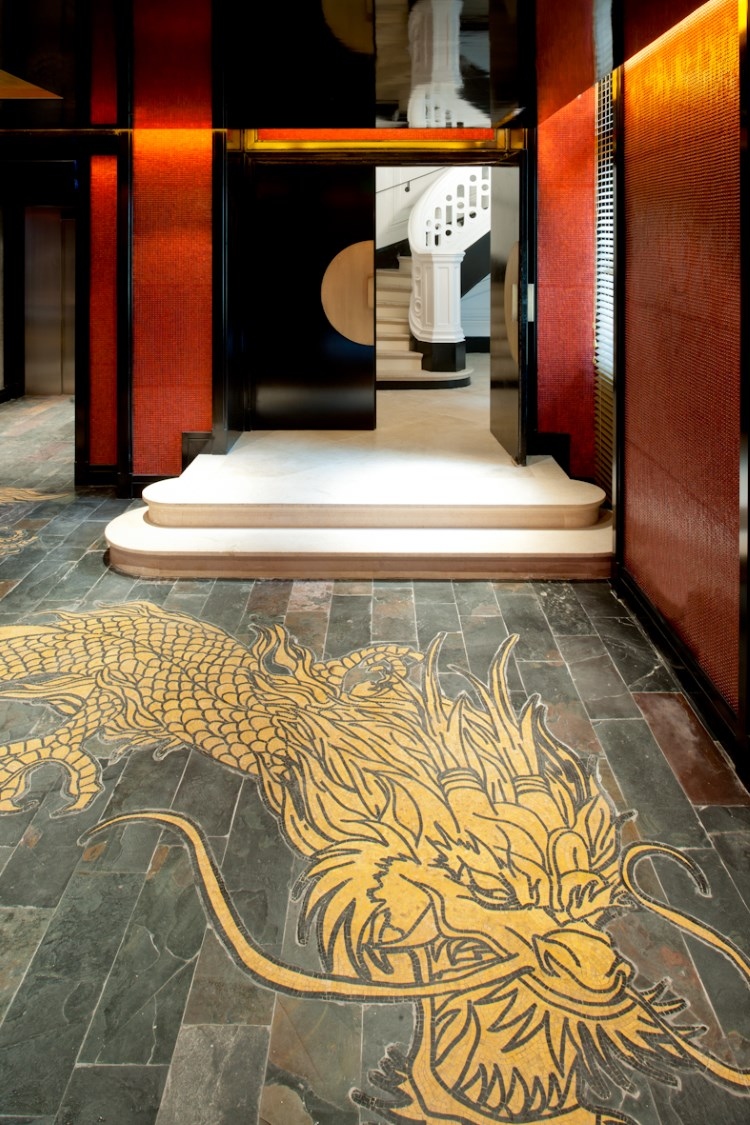 Buddha-Bar Hotel Paris - Dragon dans le lobby