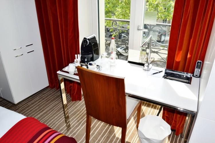 Paris Hotel desk