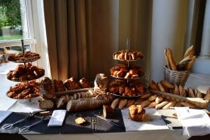 Le buffet de pains et viennoiseries