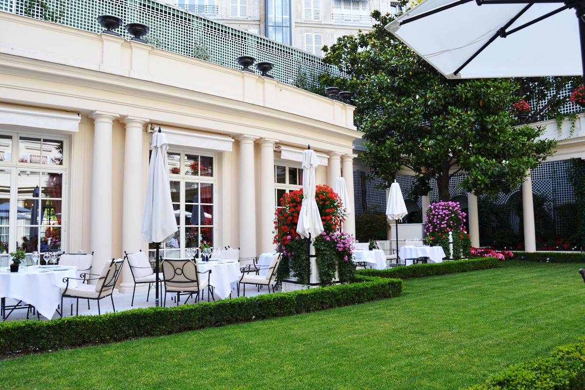 Tea time at le bristol hotel paris Le jardin francais