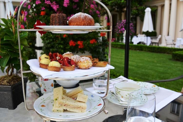 Le Bristol Paris Tea time