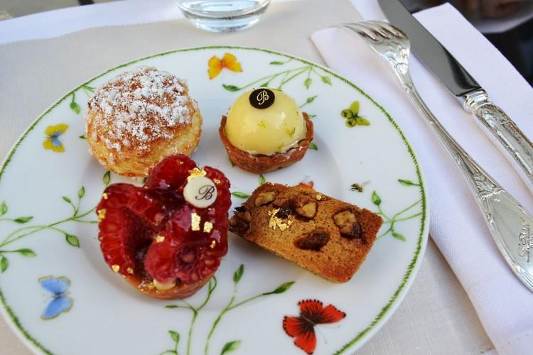 Le Bristol Paris patisseries thé tea pastries