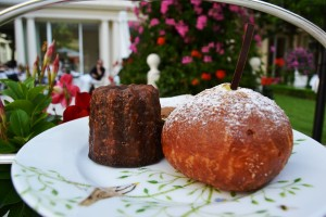 The canele and vanilla fritter
