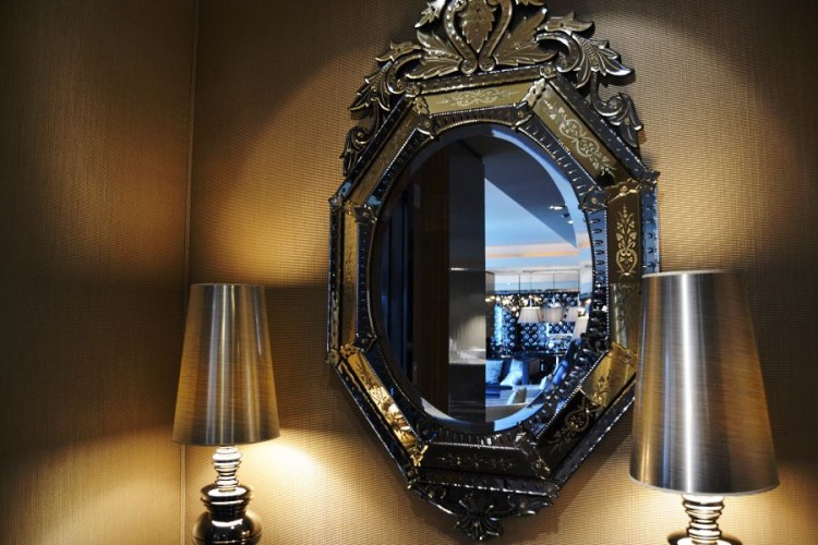 Mandarin Oriental Las Vegas Presidential Suite - Venetian mirror