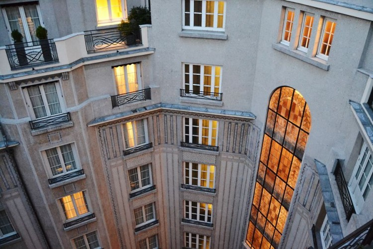 Prince de Galles Paris Art Deco courtyard