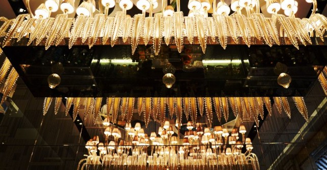 The Prince de Galles bar chandelier