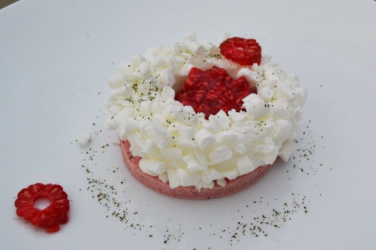 Raspberry parfait with meringue