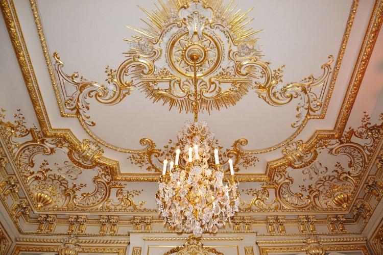 Shangri-La Paris Family Salon ceiling