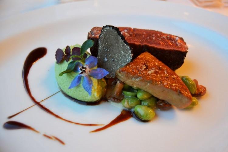 Boeuf Armoricaine et tranche de foie gras poêlé, truffe et purée de fèves
