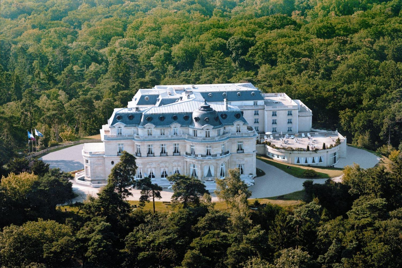 Tiara ch teau h tel mont royal chantilly chambre royale for Piscine gouvieux