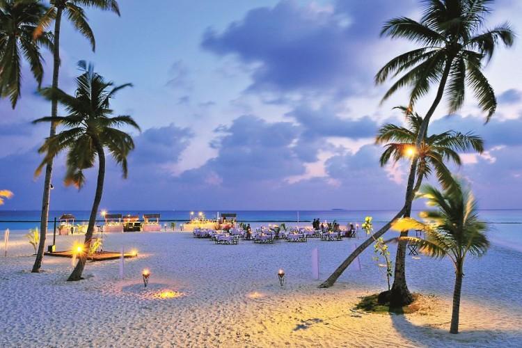 Constance Halaveli Maldives beach buffet