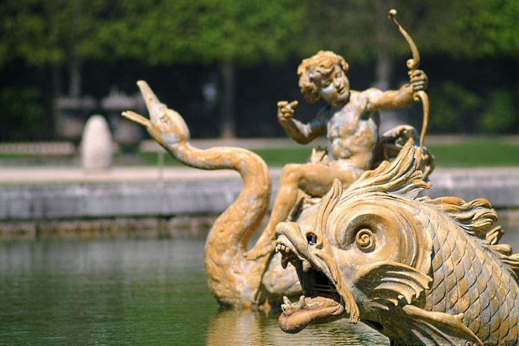 Versailles Castle fountain